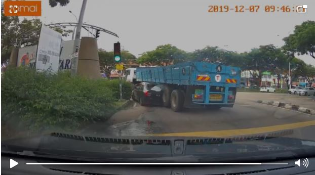 Car-Lorry accident Malaysia 2019